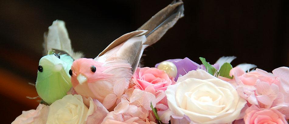 ご出産御祝いに、小鳥のプリザーブドアレンジメントはいかがでしょうか?