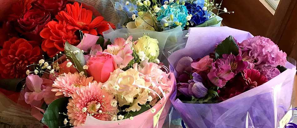 出逢いと別れの多い季節 送別用のお花束ご予約承り中です。
