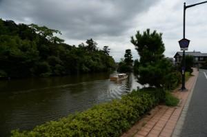 堀川をめぐる遊覧船