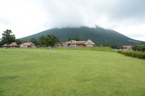牧場と大山