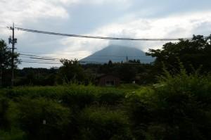 朝 部屋から大山が
